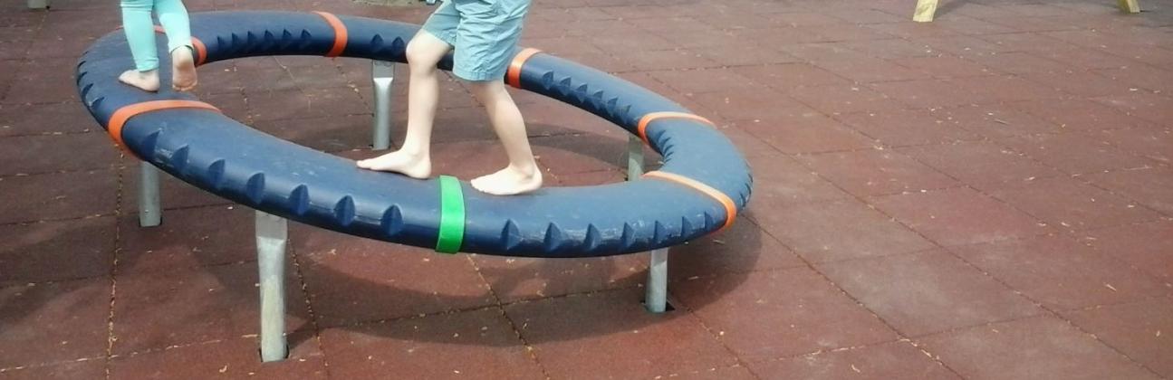 Rugalmas gumipadló játszóeszközökhöz